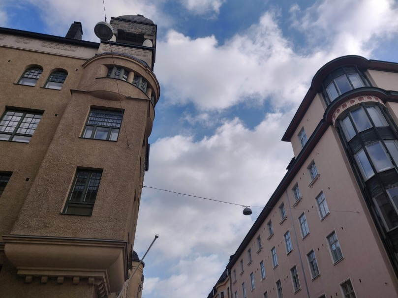 Photo looking up at building in Punavuori in Helsinki